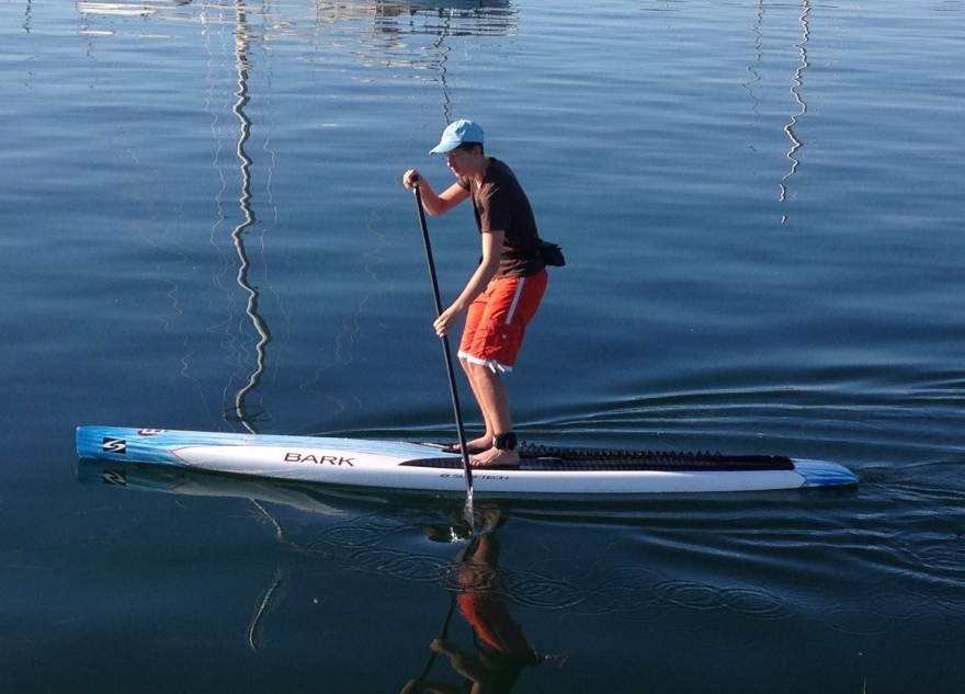 Milo tries out Kia's paddle board