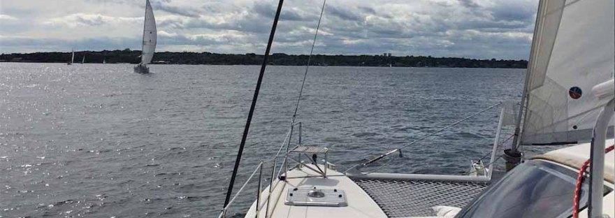 mono versus multihull sailnboats