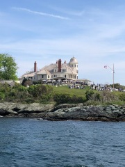 Castle Hill Inn from the water